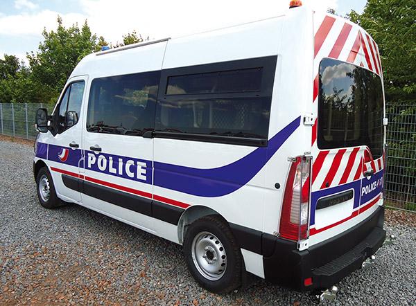 Avec sa gamme de vitrages de sécurité Cleargard, Plastrance équipe les véhicules sécurisés des forces de l'ordre (Police et Gendarmerie).