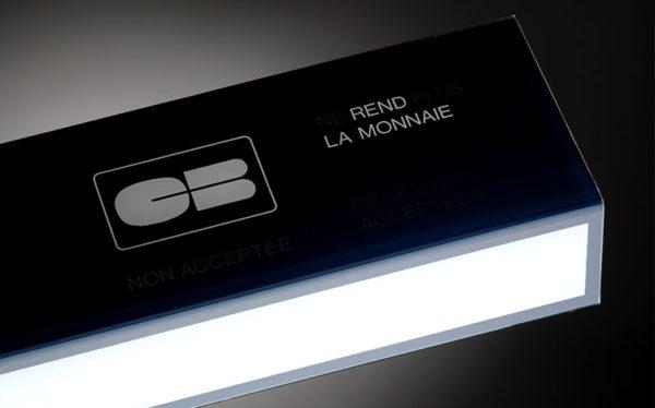 Plastrance maîtrise toutes les techniques de thermoformage pour produire des pièces plastiques sur mesure (exemple : luminaire pour automate).