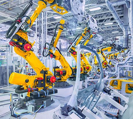 Partenaire des industries, Plastrance fournit des pièces plastiques sur mesure pour le capotage des machines.