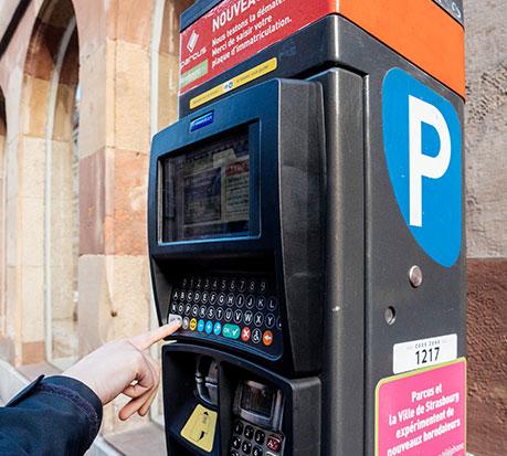 Plastrance emploie les dernières techniques de thermoformage plastiques pour réaliser des pièces sur-mesure pour les espaces publics : parcmètre, borne SNCF.