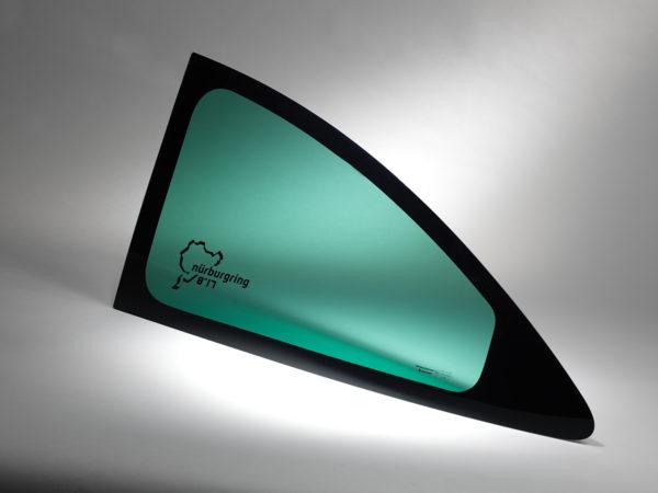 Les vitrages en polycarbonate pour automobile Cleargard se distinguent par leur résistance et leur légèreté.