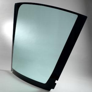 Les vitrages Cleargard de Plastrance sont des vitrages en polycarbonate universels qui s'adaptent sur les cabines de tracteurs, d'engins agricoles et forestiers : pare-brise , vitres latérales, glaces de toit…